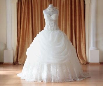 weddings-2012-12-ball-gown-dress-main