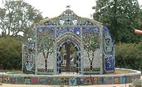 Bottle House Airlie Gardens